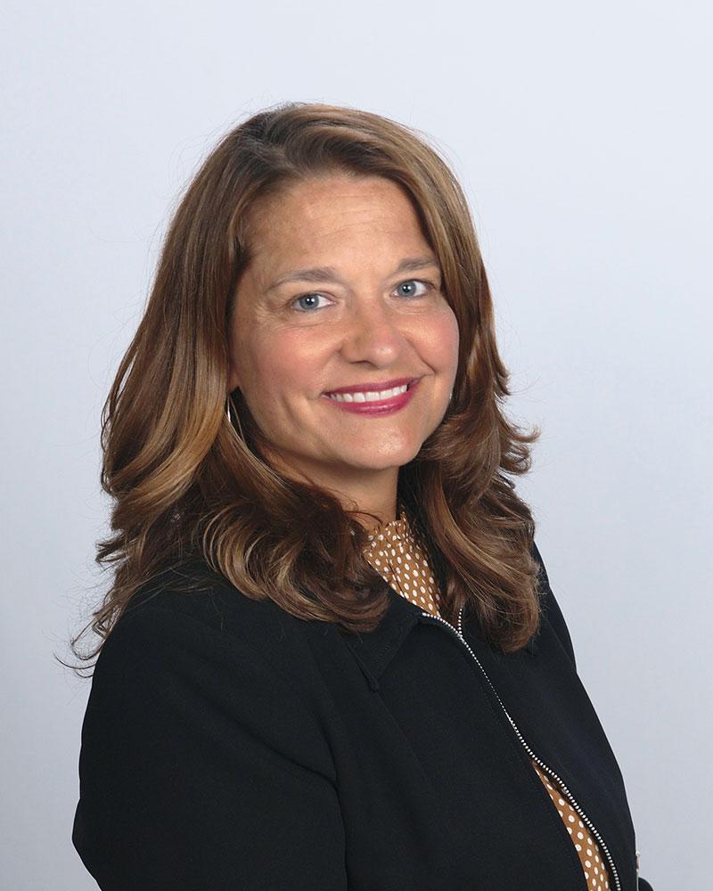 Santina Iaria : Family Service Advisor